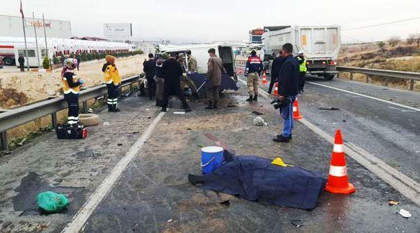 Gaziantep Nizip Yolunda Feci Kaza 5 Ölü